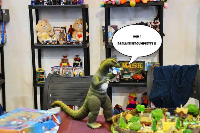 Godzilla-qui-attaque-les-gaulois-et-les-schroumpfs
